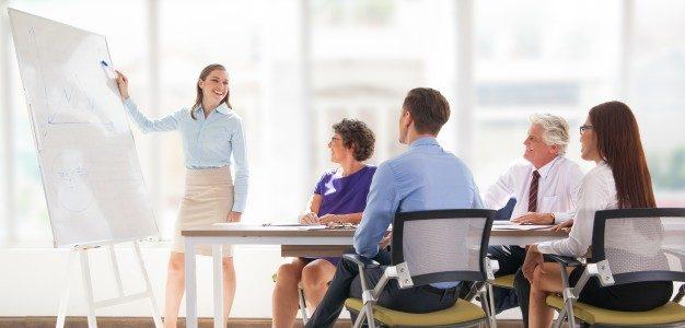 8 Tips Staff Training untuk Bisnis Retail